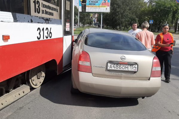 Из-за аварии движение трамваев остановилось