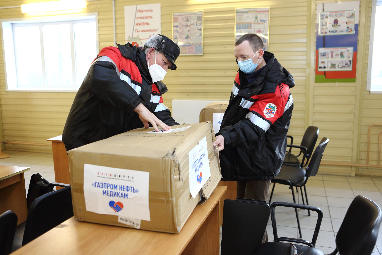 Мини-лаборатории для ПЦР-тестирования поступили на вооружение медиков вместе с партией защитных костюмов и очков