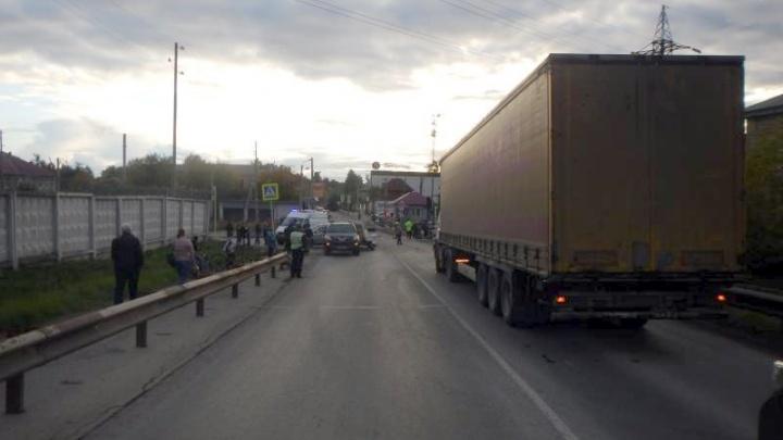 В Чусовом осудят водителя фуры из ХМАО. Он устроил массовую аварию и насмерть сбил пешехода