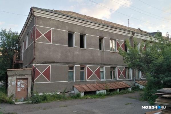 Это то самое общежитие на Новосибирской, 58, где протекает крыша