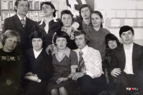 Молодожены Ольга и Александр — в центре кадра