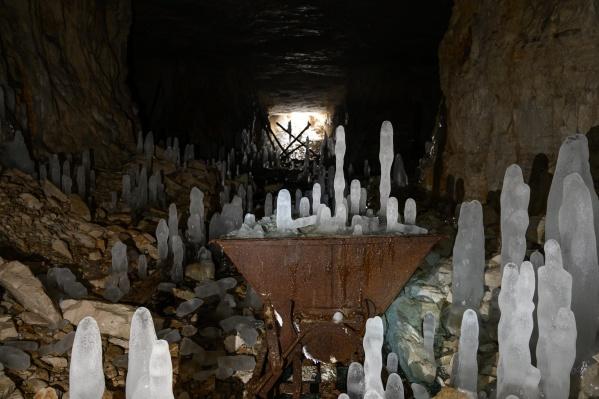 Ледяные «столбы» образовались из-за разницы температур внутри штолен