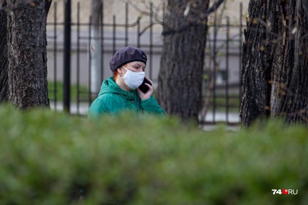 В общественных местах нужно иметь маску на лице