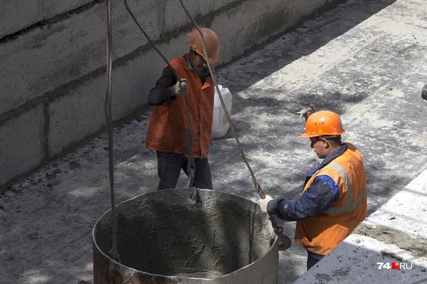 Отключения горячей воды в последние годы длятся в Челябинске две недели. Если в процессе опрессовки возникла авария, сроки могут продлить