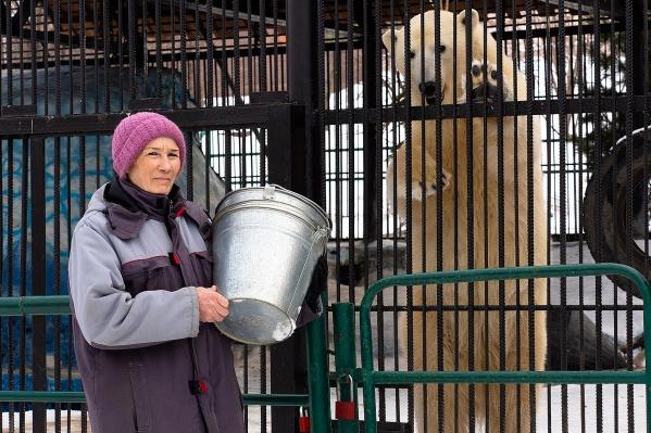 Галина Петровна работает в зоопарке больше 19 лет