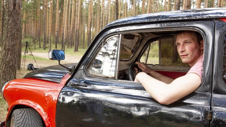 «Разгоняется до 120 километров»: ярославец собрал из двух машин «горбатый Запорожец». Видео