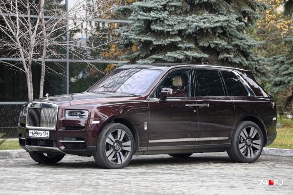 Rolls-Royce Cullinan челябинцы могут увидеть на парковке в центре города
