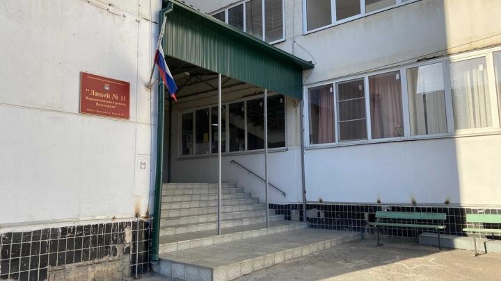 Двое в больнице, 22 ждут врачей: массовое отравление в лицее №11 Волгограда