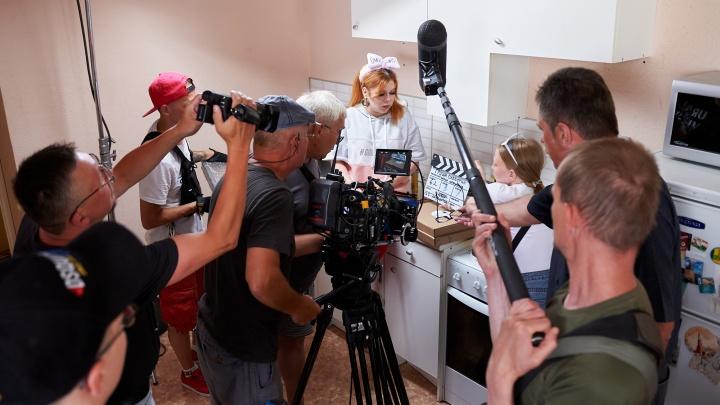 В Екатеринбурге начали снимать ситком по историям голливудского сценариста: публикуем фото с площадки