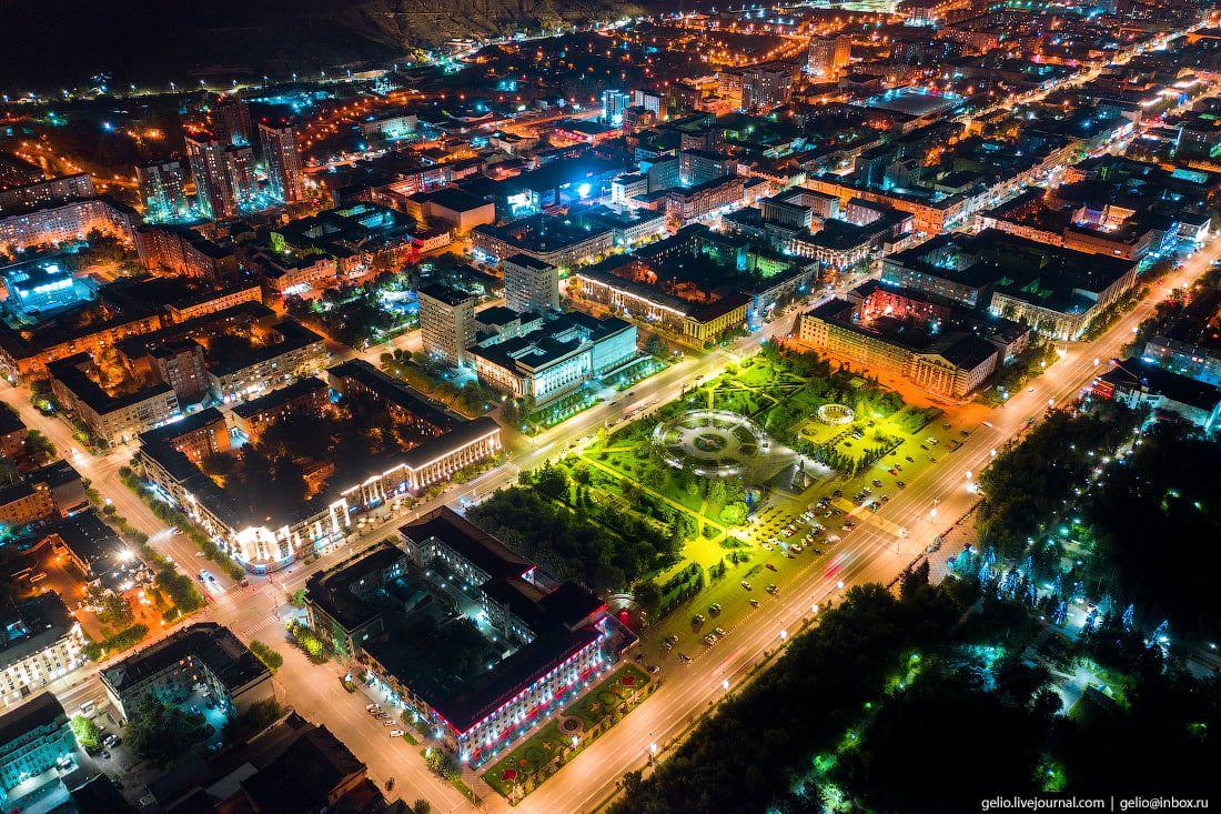 Администрация Красноярского края на площади Революции