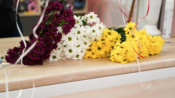 В это воскресенье новосибирцы будут отмечать День матери и дарить цветы дистанционно