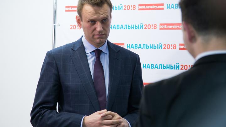В Кремле прокомментировали ситуацию с Навальным, госпитализированным в Омске