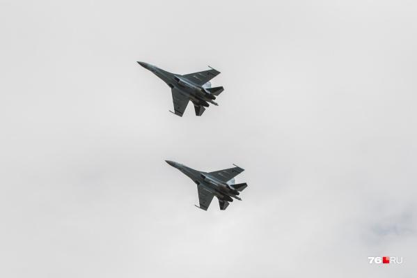 Военные самолёты пролетели над Ярославлем