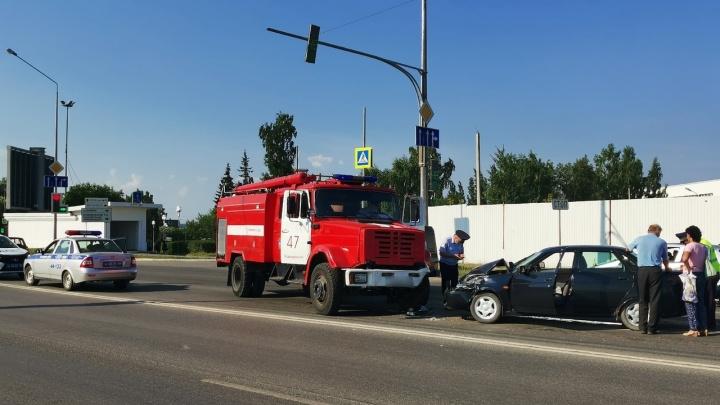 В Первоуральске Lada Priora влетела в пожарную машину. Есть пострадавший