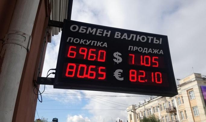 Почему обвалился рубль и что будет дальше: объясняем коротко