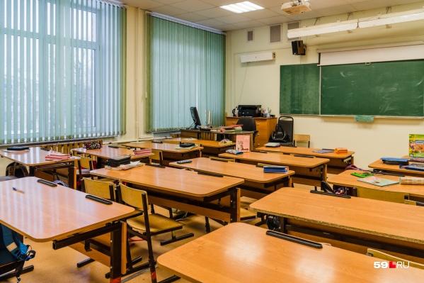 Одни школы ушли на карантин частично, другие — полностью