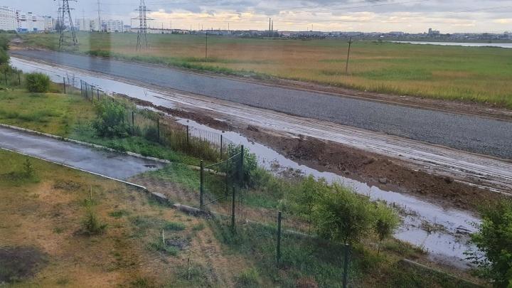 «Болото вонючей воды»: курганцы жалуются на подтопление строящегося проспекта Мальцева