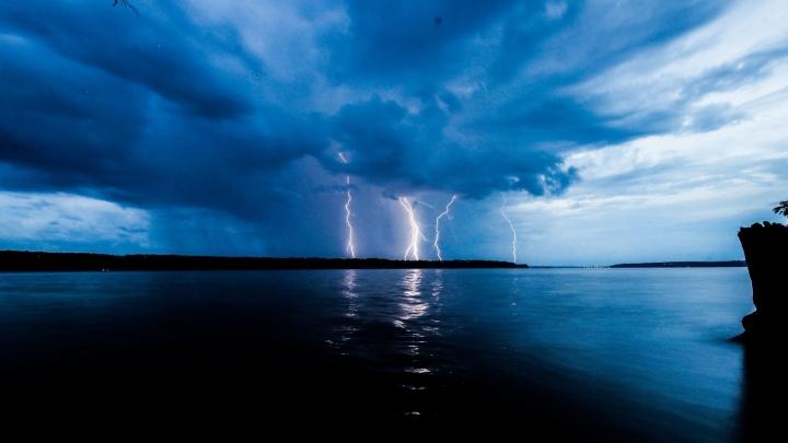 МЧС предупреждает о грозах, граде и сильном ветре в Пермском крае