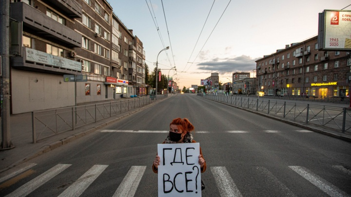 «Где все?»: сибирячка устроила одиночную «Монстрацию» в центре Новосибирска в пять утра