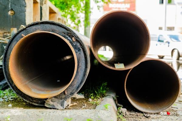 При опрессовке трубы проверяют на прочность, пуская по ним воду под большим давлением