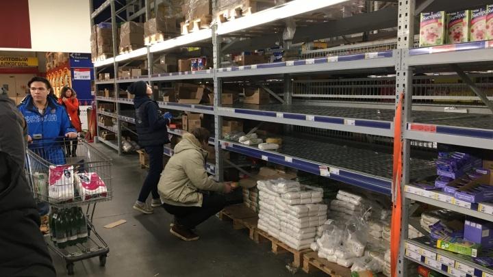 Шопинг от коронавируса: самарцы скупают в магазинах крупы, туалетную бумагу и спирт