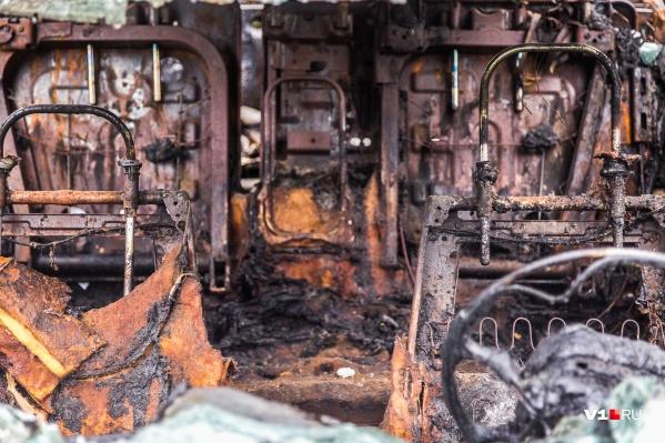 Иностранный тягач выгорел полностью