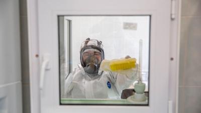 До России добрался новый штамм коронавируса — разновидность индийской «дельты». Чем он опасен?