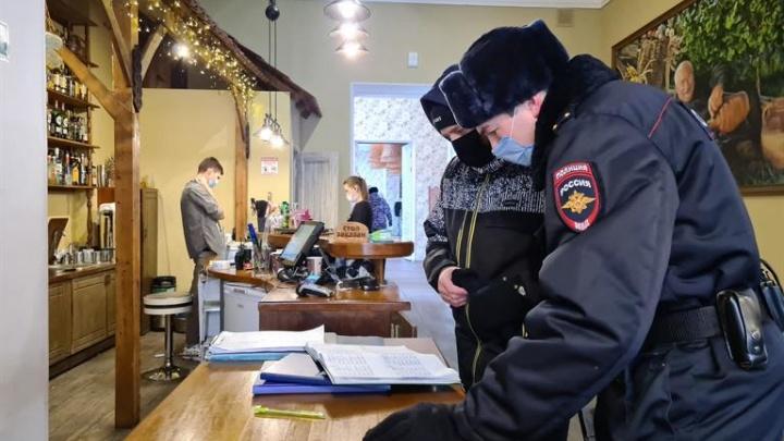 В центре Красноярска за три недели оштрафовали 350 человек без масок