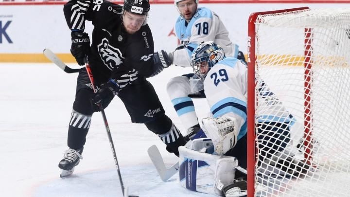 Хоккейная «Сибирь» проиграла челябинскому «Трактору» в выездном матче со счетом 2:0