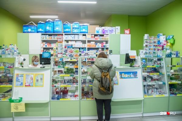 По словам и. о. главы Минздрава, область получила более 41 миллиона рублей из федерального бюджета на закупку лекарств для лечения на дому пациентов с COVID-19