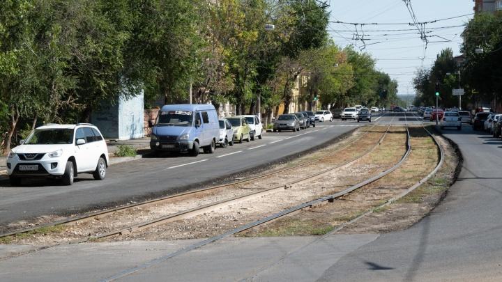 В Волгограде автобусы и маршрутки перевели на новые маршруты из-за перекопанного перекрестка