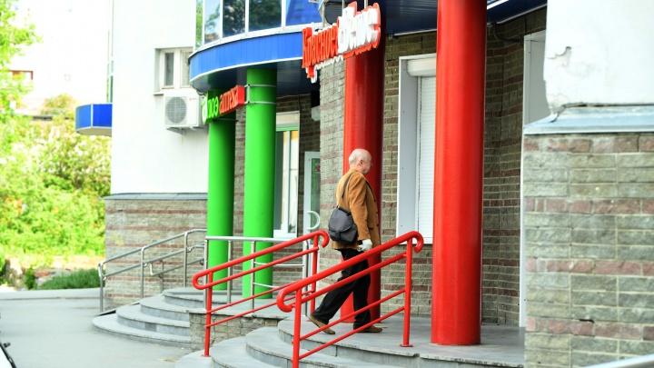Губернатор Куйвашев объяснил, почему нельзя запретить алкомаркеты в жилых домах