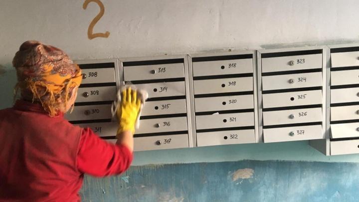 В Екатеринбурге общественники собирают информацию о немытых подъездах и сдают их адреса куда следует