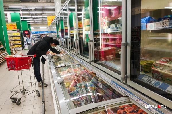 Продукты из холодильников санврачи советуют брать в последнюю очередь
