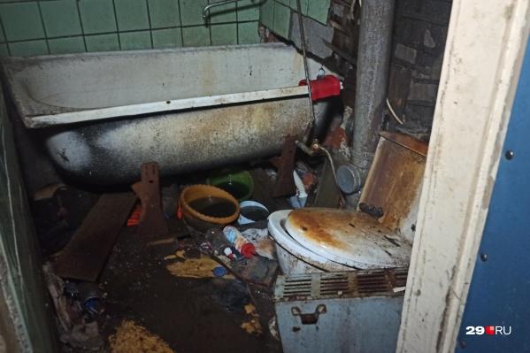 В этой квартире на Выучейского, 62 живет инвалид второй группы