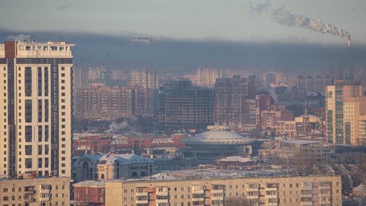 Челябинск заволокло густым черным смогом, но официально воздух чист