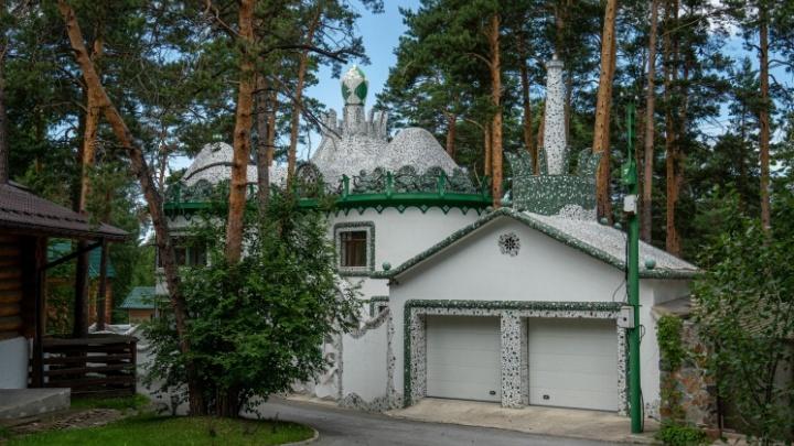 Секреты «дома Гауди»: кому принадлежит самый экстравагантный дом в Заельцовском бору