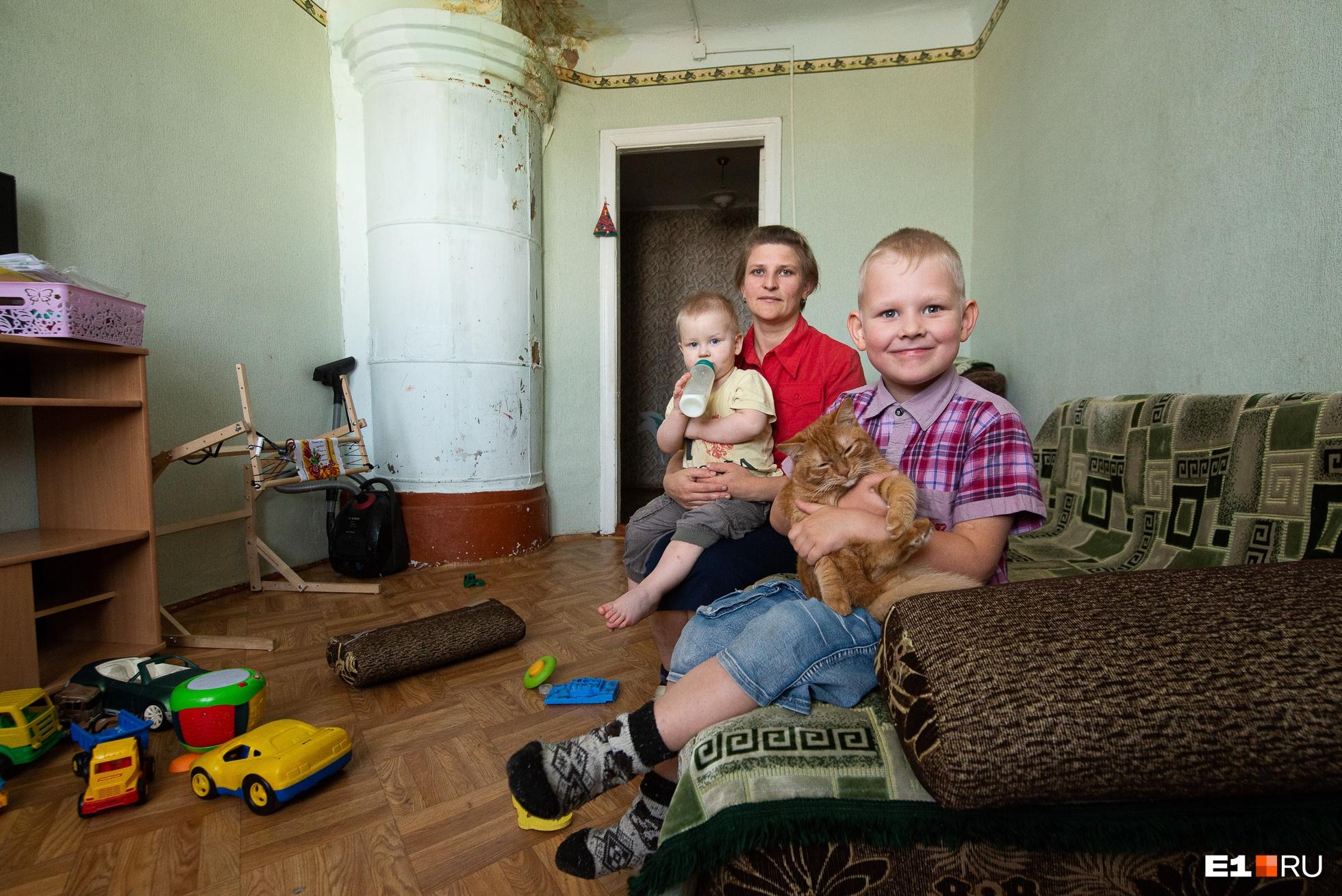 Татьяна с тремя детьми живет в таких условиях