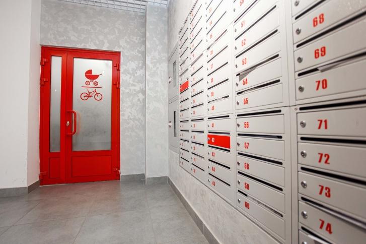 Для хранения инвентаря оборудованы специальные помещения в холлах