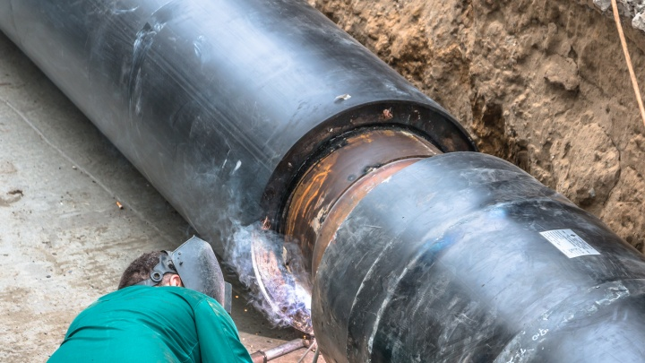Копали над тоннелем метро: в Самаре завершили ремонт теплотрассы на Авроре
