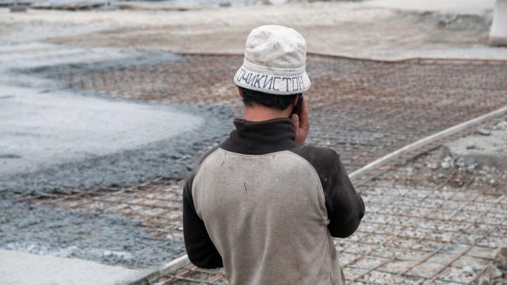 «Они смогут найти нормальную работу»: мигрантам разрешили остаться в Екатеринбурге без документов