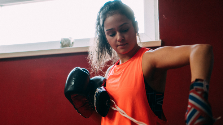 «В институт приходила с фингалами»: как омичка ушла из ансамбля «Солнышко» в тайский бокс