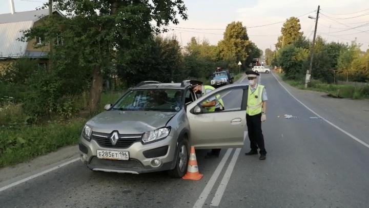 Переходила дорогу в неположенном месте: в Верхней Салде Renault насмерть сбил пожилую женщину