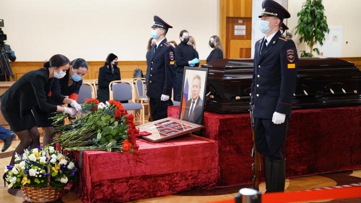 В Уфе началась церемония прощания с мэром города Ульфатом Мустафиным