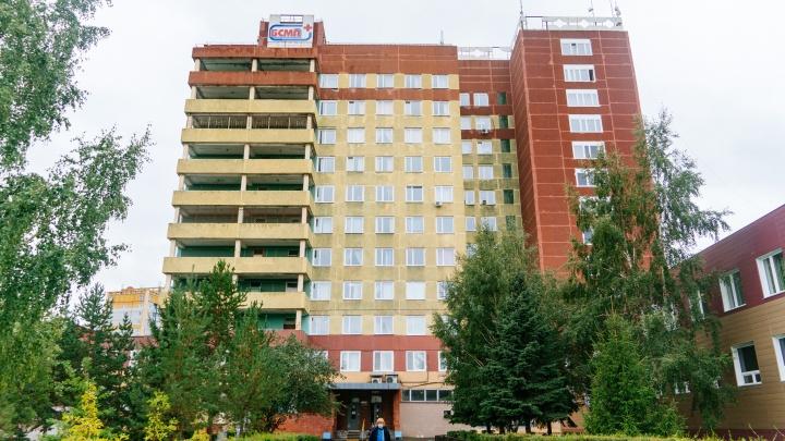 Самый известный пациент: что происходило на территории омской больницы, куда доставили Навального