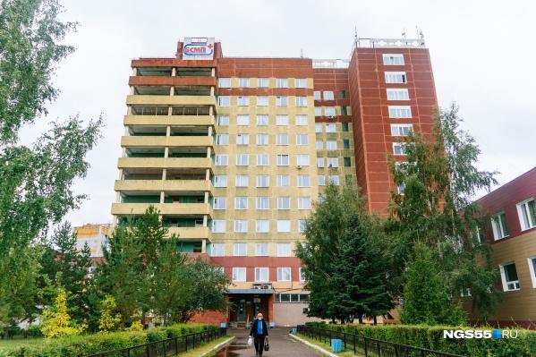Здание БСМП-1 — именно здесь оказался Алексей Навальный