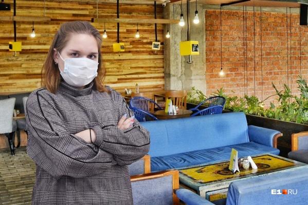 Проверяемв прямом эфире торговые центры и кафе на соблюдение санитарных мер