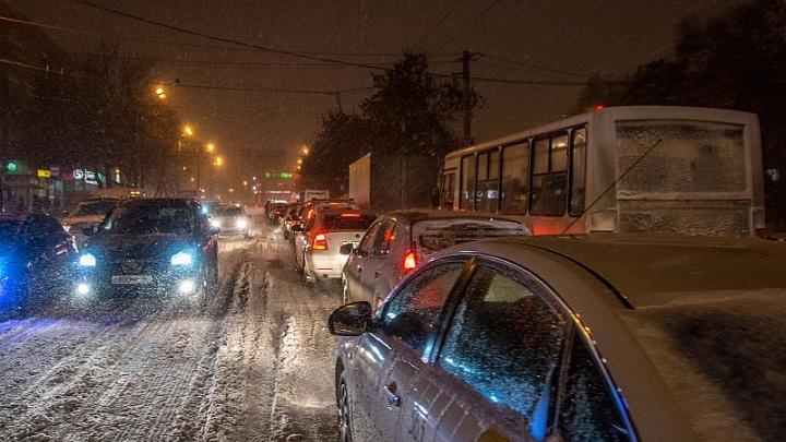 Московское шоссе парализовала массовая авария с 5 машинами