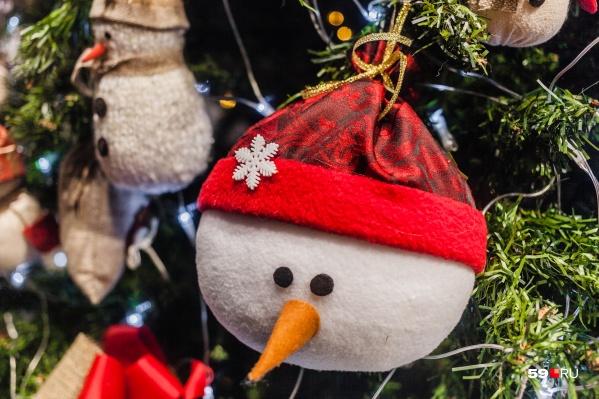Подарки должны вручить на праздничной елке