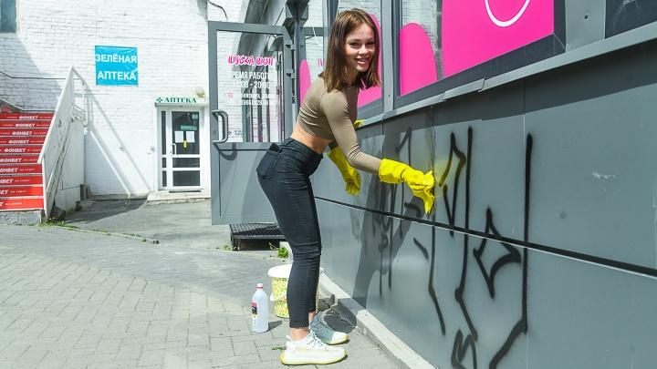Магазины отмывают к открытию, многие уже начали торговать: как Екатеринбург возвращается к жизни